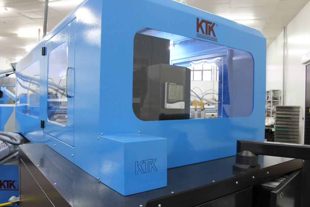 The activity of the printing head is visible through the module's structure